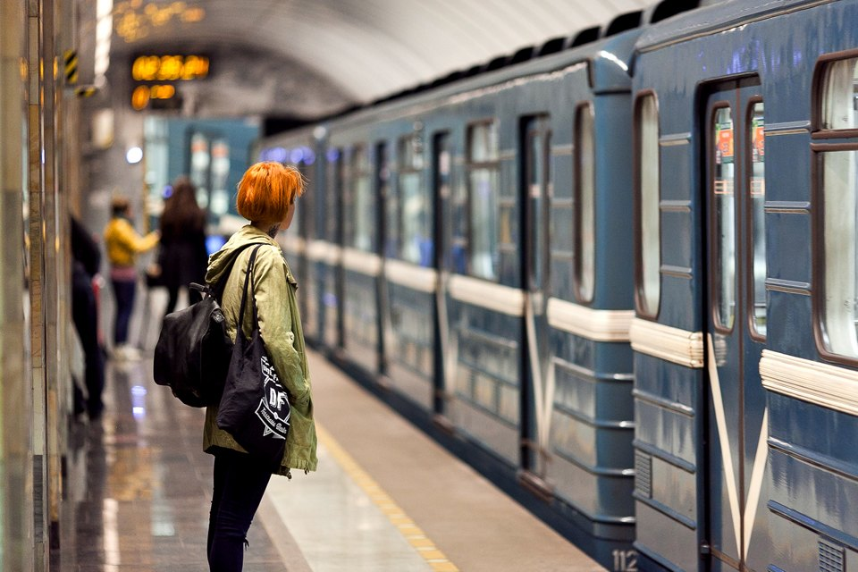 Люди в городе: Первые пассажиры ночного метро . Изображение №1.