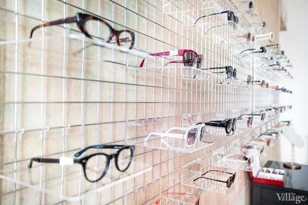 На полках: Магазин очков и оправ Hello Glasses. Изображение № 5.