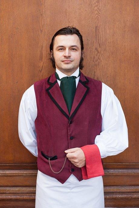 Первые лица: Как подбирают официантов в«Пушкине». Изображение № 3.