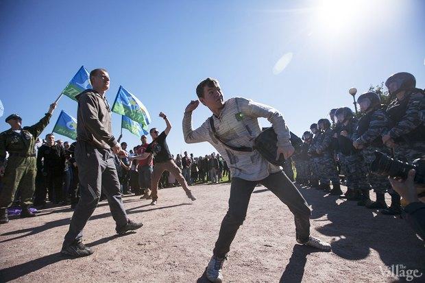 Фото дня: ЛГБТ-акция во время саммита . Изображение № 2.