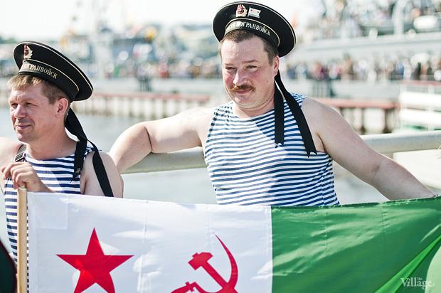 Фоторепортаж: День Военно-морского флота в Петербурге. Изображение № 38.