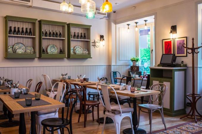 На Малой Бронной открылось кафе кошерной еврейской кухни «Семь сорок». Изображение № 1.