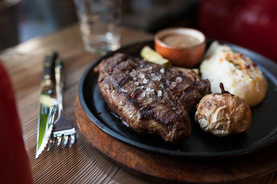 Стейк из уругвайской говядины с перечным соусом — 760 рублей . Изображение № 15.