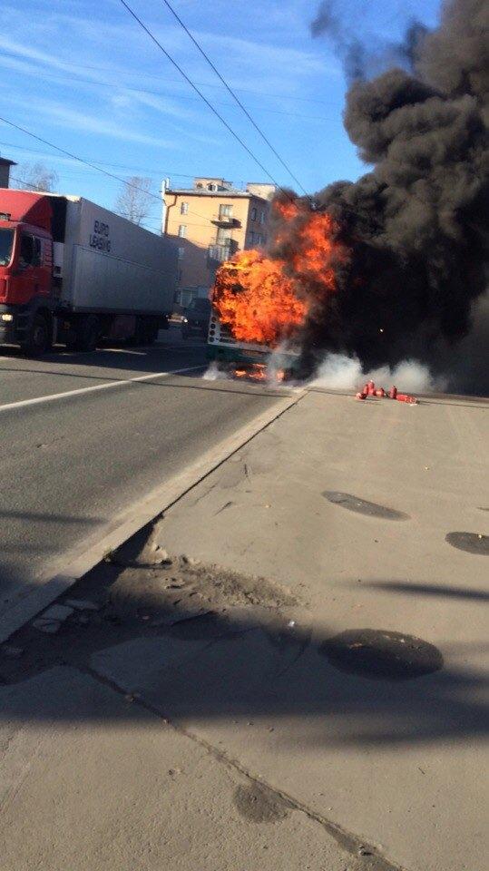Наулице Седова горел пассажирский автобус . Изображение № 1.