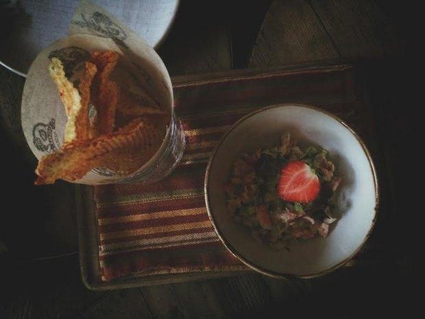 Мусс из авокадо с камчатским крабом и клубникой . Изображение № 2.