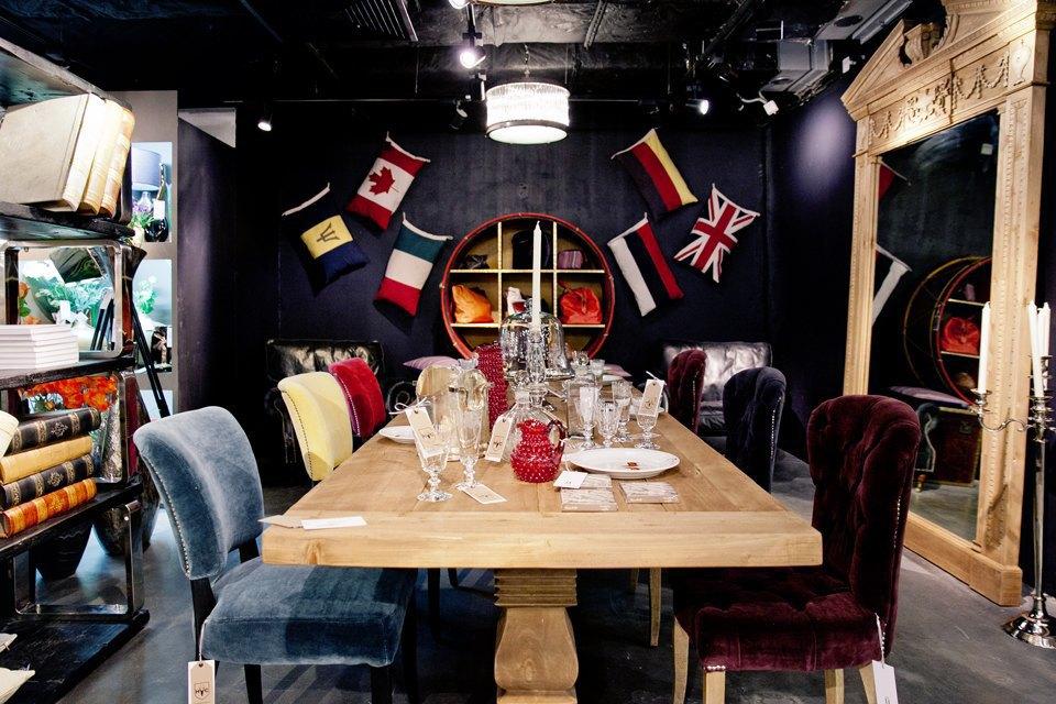 Обновлённый этаж смебелью ипредметами для дома в«Цветном». Изображение № 17.