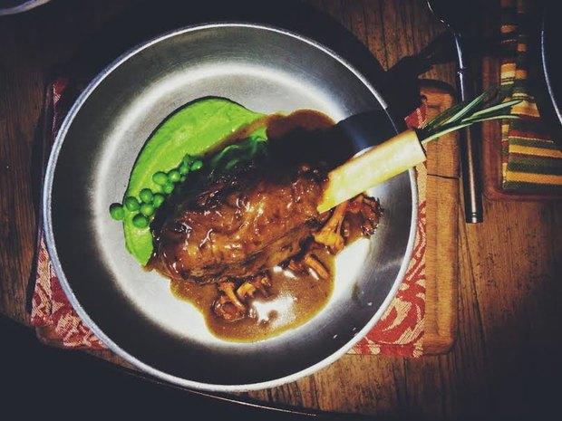Голень ягнёнка с пюре из зелёного горошка. Изображение № 6.