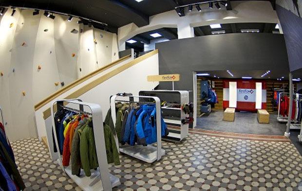 На «Выборгской» открылся спортивный магазин со скалодромом. Изображение № 1.