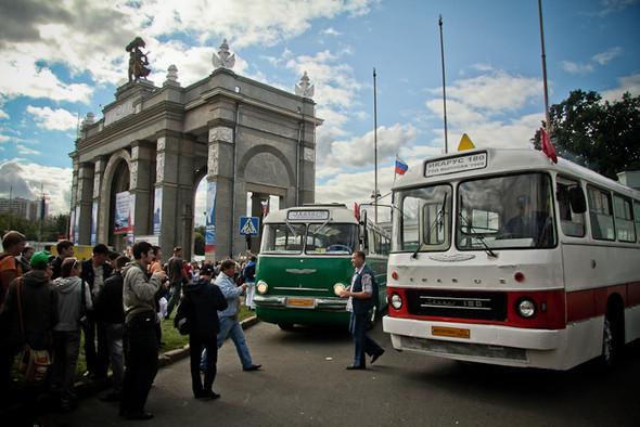 Универсальное поздравление: День города на московских улицах. Изображение № 8.