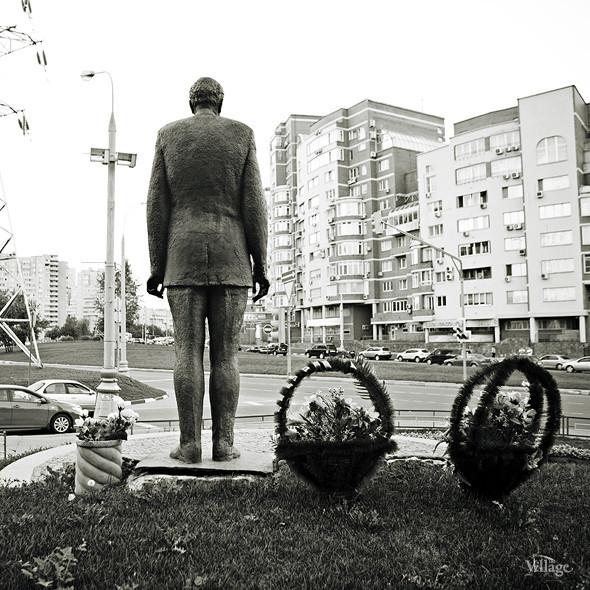 По местам: Памятник Николаю Пилюгину. Изображение № 2.