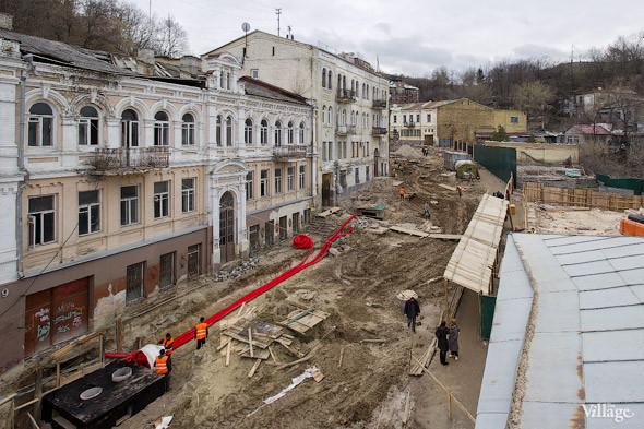 Фоторепортаж: На Андреевском спуске снесли здание XIX века. Зображення № 1.