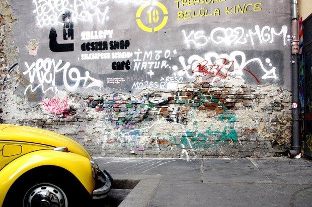 Эржебетварош, квартал руинных пабов. Изображение № 10.