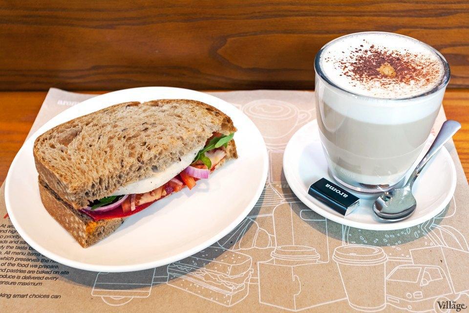 Мокко — 51 грн., сэндвич «Курица гриль» — 57 грн.. Изображение № 84.