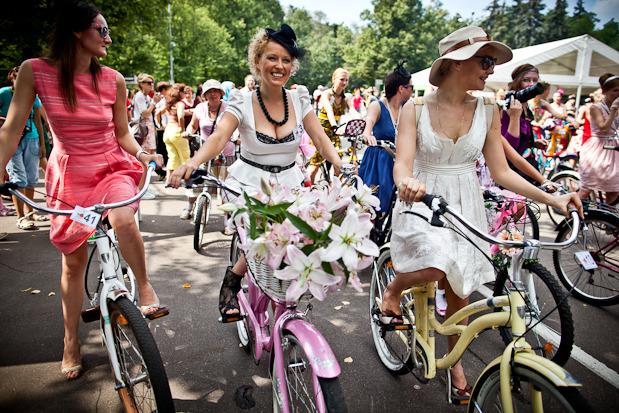 Люди в городе: Участницы парада «Леди на велосипеде». Изображение № 9.