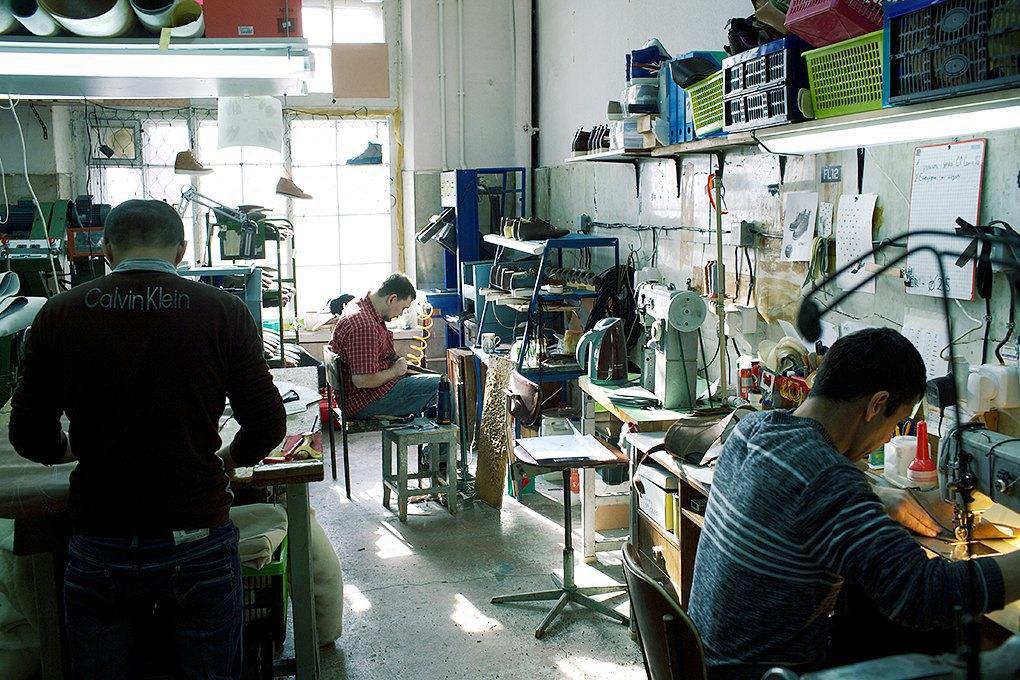 По мерке: Разноцветные ботинки приносят мастерской Afour полсотни заказов в месяц. Изображение № 2.