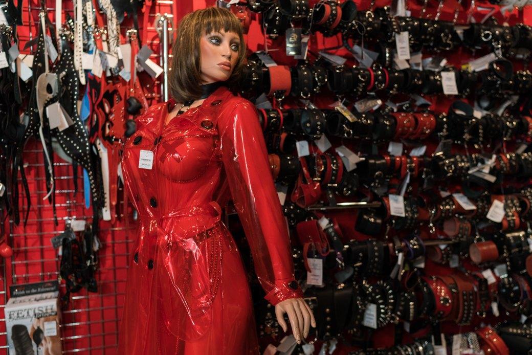 Лучшие секс-шопы Москвы: Куда идти за боа в перьях, стеками иновыми впечатлениями. Изображение № 52.