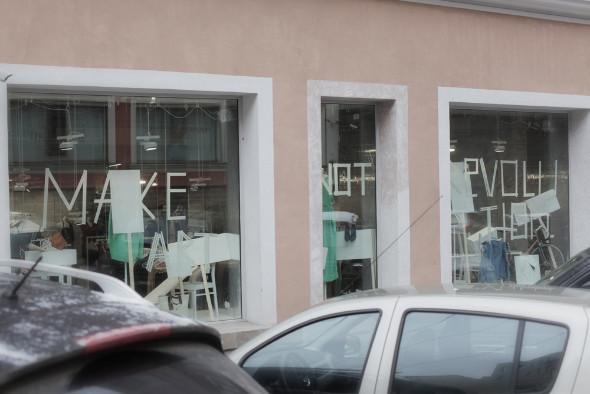 Мы вам покажем: 7 оформителей витрин московских магазинов. Изображение № 14.