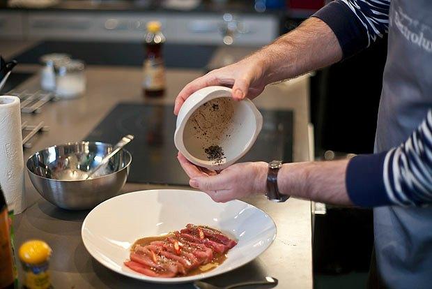 Шеф дома: Том ям и сашими из тунца Геннадия Иозефавичуса. Изображение № 95.