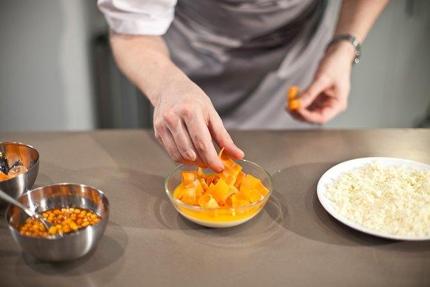 Шеф дома: Ягненок, хумус иоблепиховый десерт шефа «Стрелки». Изображение № 137.
