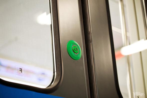 В Петербурге представили новые вагоны метро и низкопольный трамвай. Изображение № 7.