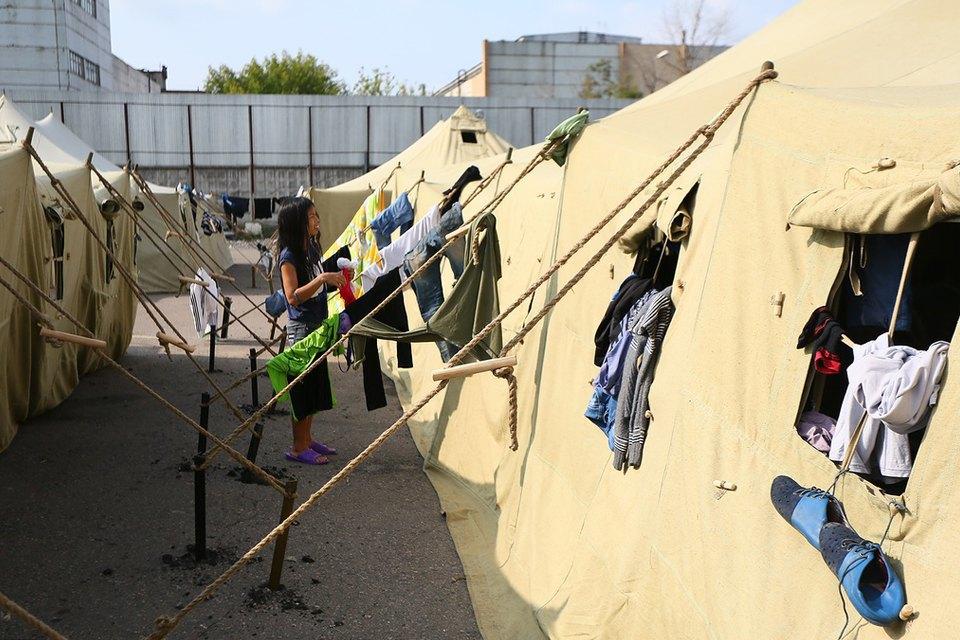 Фото дня: Палаточный лагерь для нелегальных мигрантов в Москве. Изображение № 3.