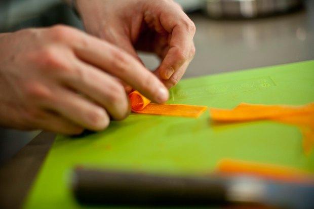 Шеф дома: Ягненок, хумус иоблепиховый десерт шефа «Стрелки». Изображение № 130.