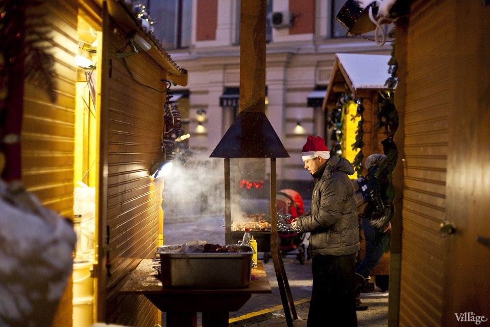 Фоторепортаж: Новогодние ярмарки в центре Москвы. Изображение № 16.