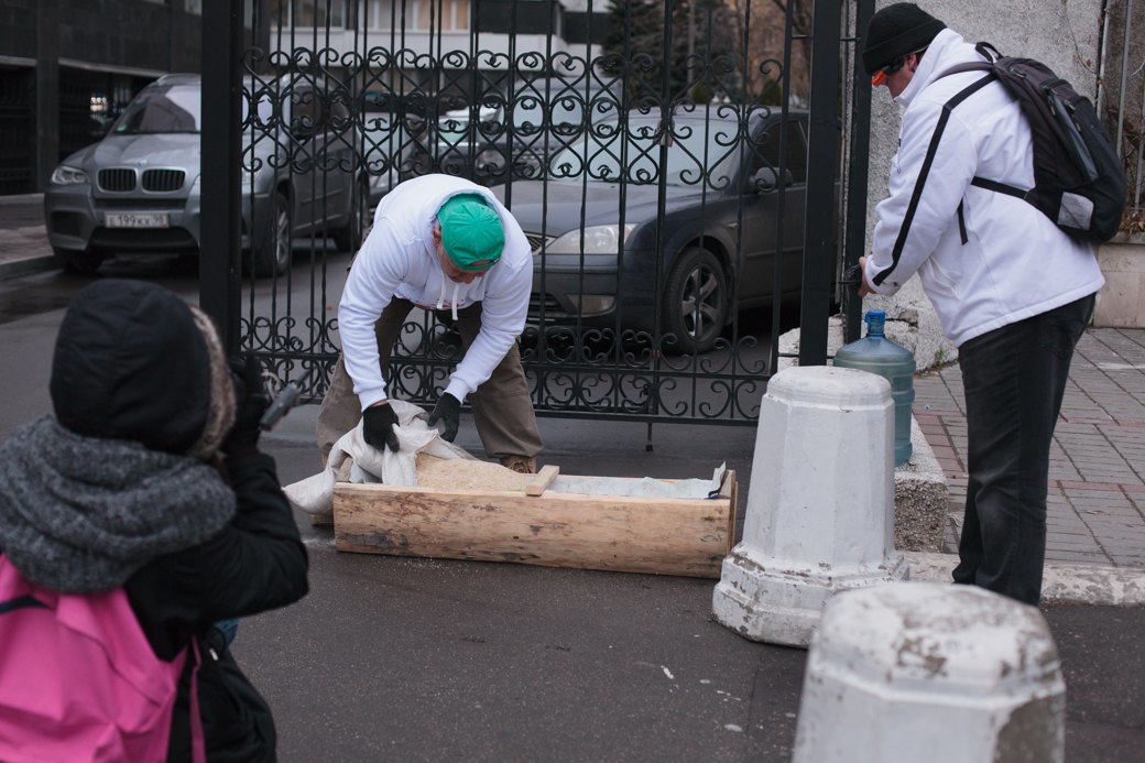 Как паркмен и боров пикетировали московский департамент транспорта. Изображение № 1.