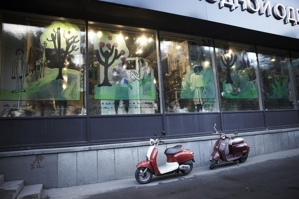 Мы вам покажем: 7 оформителей витрин московских магазинов. Изображение № 23.