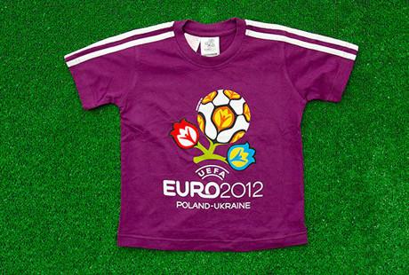 Сувениры Евро-2012 начали продавать в два раза дешевле. Зображення № 2.