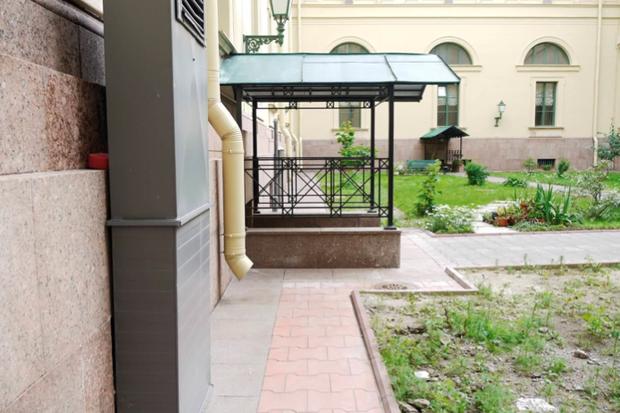 Во дворах Эрмитажа будут устраивать выставки. Изображение № 8.