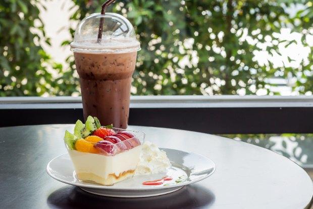 Кафе Garden, «AC/DCвТбилиси» иPrawns, киоск FruitBar ивторое «Бутербро». Изображение № 2.