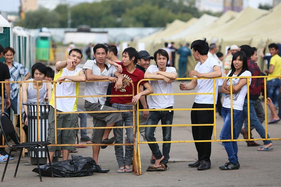 Фото дня: Палаточный лагерь для нелегальных мигрантов в Москве. Изображение № 6.