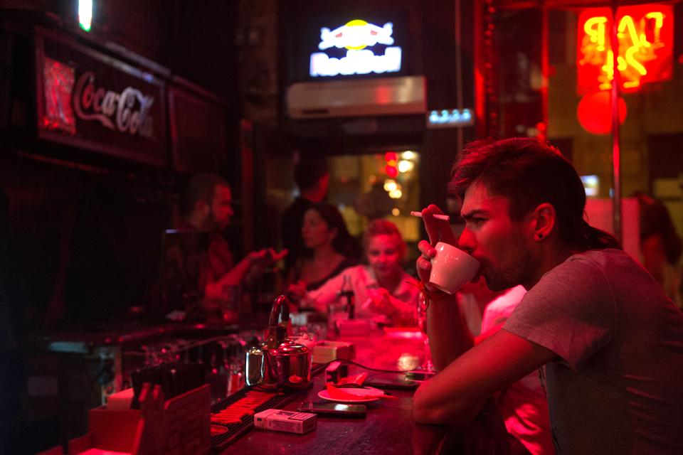 Последний день курения в клубах, ресторанах ибарах. Изображение № 2.