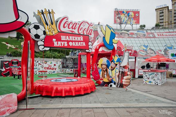 Фоторепортаж: Улица футбола — фан-зона на Крещатике. Зображення № 25.