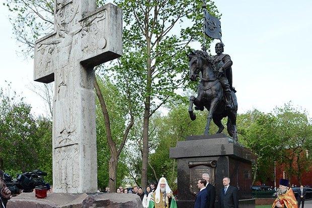Кому икак ставят памятники вМоскве. Изображение № 4.