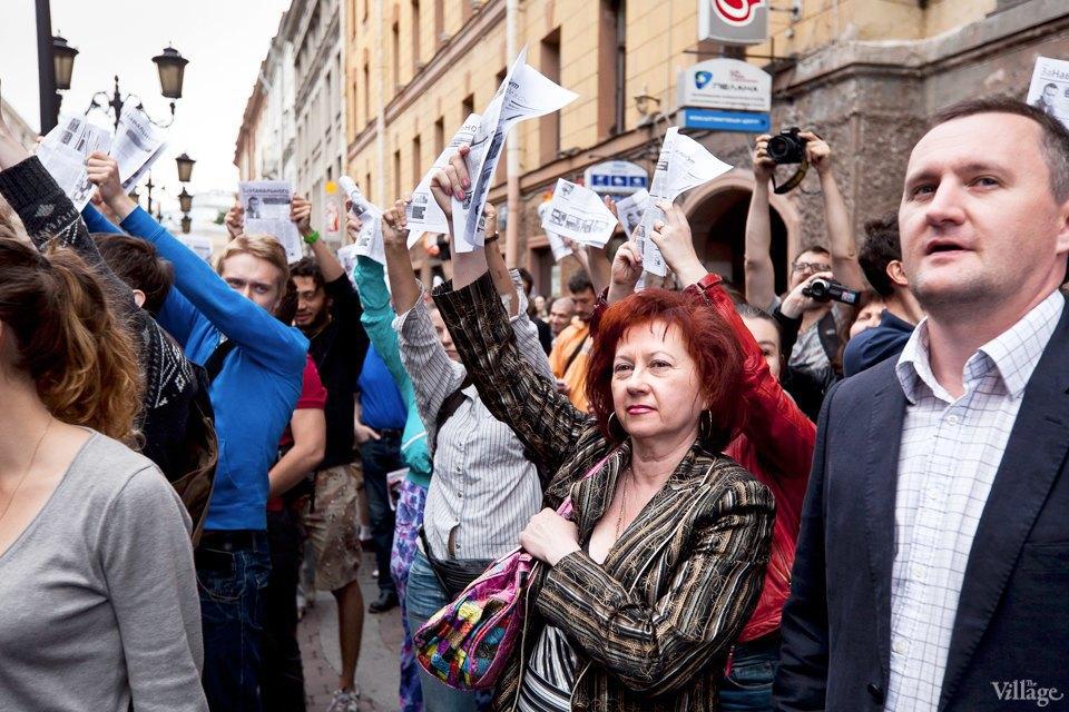 Фоторепортаж: «Народный сход» вподдержку Навального вПетербурге. Изображение № 10.