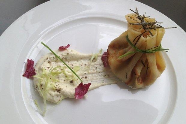 Завтрак: блин с лососем слабой соли, сливочным сыром и лимонным соусом – 215 рублей. Изображение № 5.