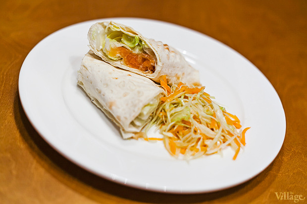 Горячий сэндвич-ролл с лососем и айсбергом — 37 гривен. Изображение № 9.