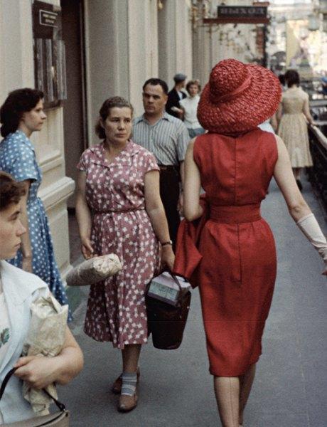 «Энциклопедия ГУМа»: Как вМоскву 1959 года привезли Christian Dior. Изображение № 3.