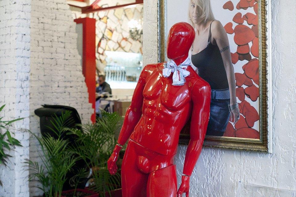 Это загадочный красный манекен.. Изображение № 44.