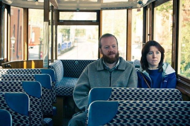 «Раз! Два! Три! Умри!», британская чёрная комедия о супружеской паре убийц на отдыхе . Изображение № 5.