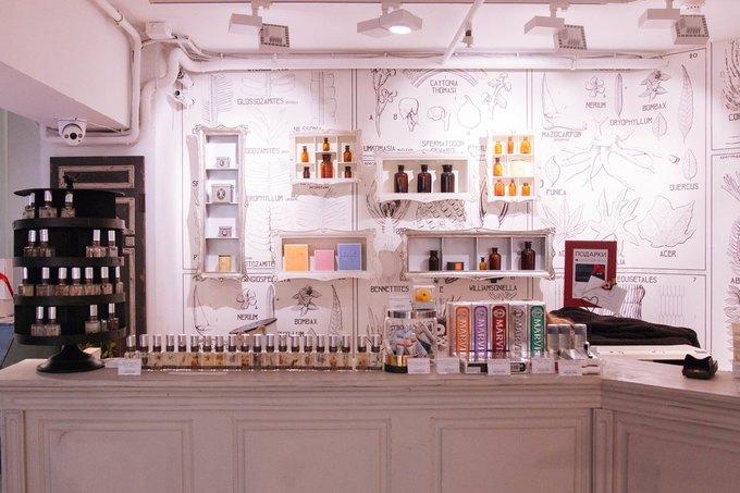 В магазине Cosmotheca в торговом центре «Новинский» открылась парикмахерская. Изображение № 1.