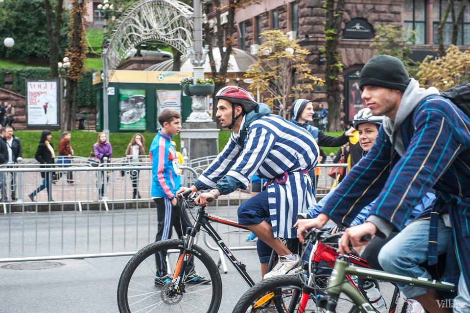 Люди в городе: участники велопарада впижамах. Изображение № 1.