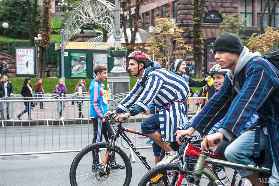 Люди в городе: участники велопарада впижамах. Зображення № 1.