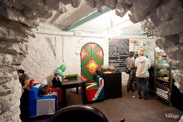 Семейная кофейня «БольшеКофе!» открылась в гроте Александровского парка. Изображение № 11.