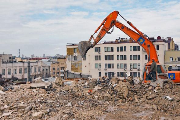 Фоторепортаж: На Андреевском спуске снесли здание XIX века. Зображення № 6.