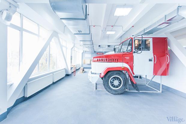Кабина пожарной машины открыта для посещений. Изображение № 7.
