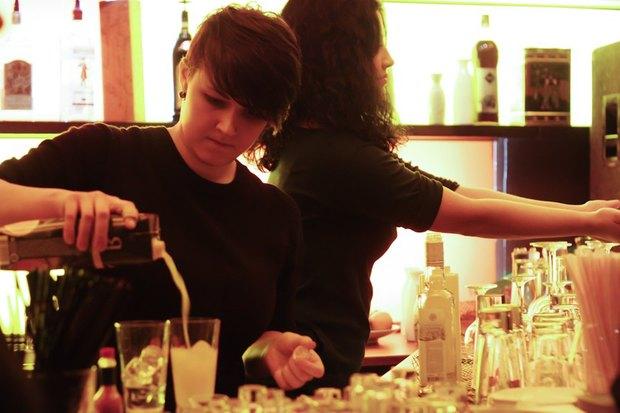На Жуковского открылся стихийный трёхнедельный бар. Изображение № 1.