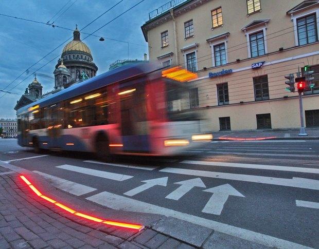 Рядом с Исаакиевской площадью установили напольный светофор. Изображение № 2.